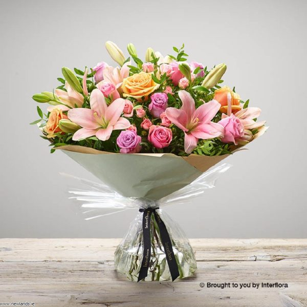 large-Strawberry Ice Hand-tied L